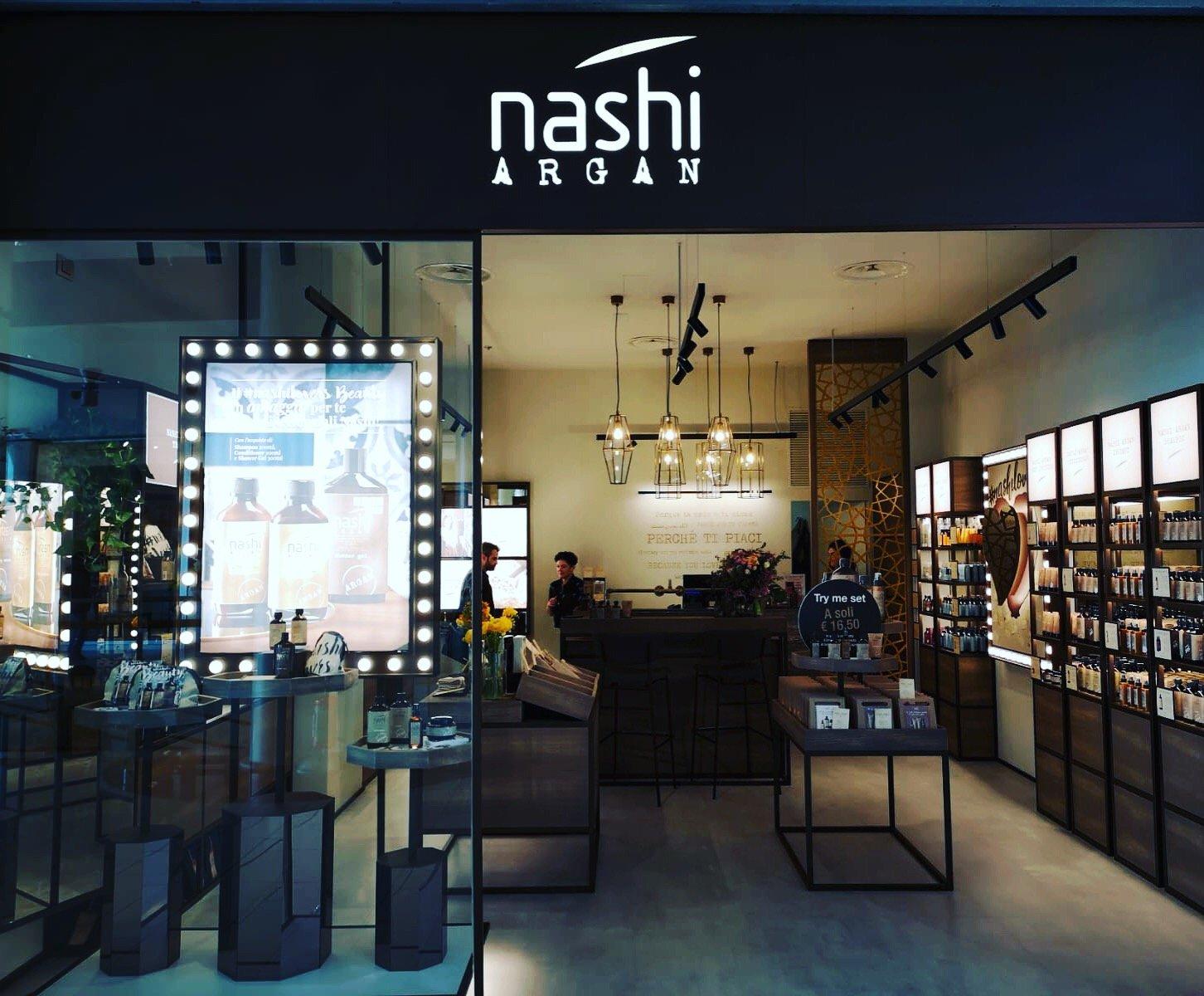 Boutique Nashi@Rimini Peck Midi BT & Binario BT2 Project with Studio 63 Arch. Massimo Dei